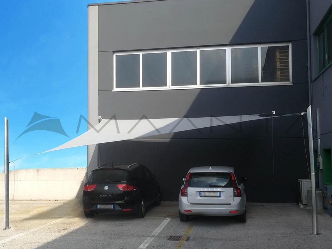 vela ombreggiante per copertura auto addossata