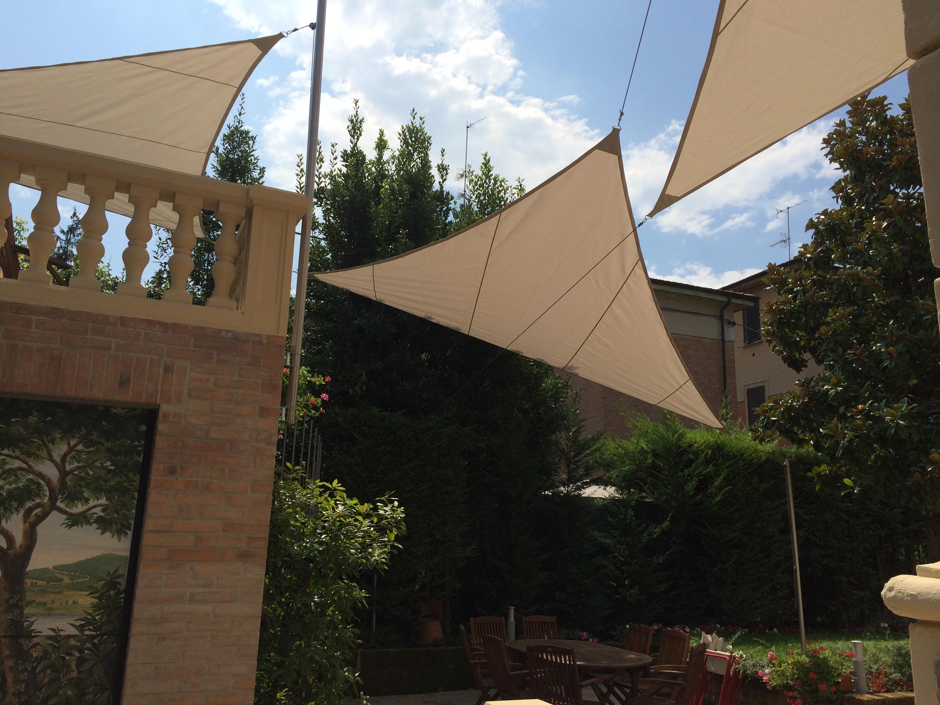 Dreieckige Sonnensegel
