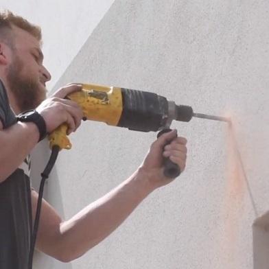 montaggio piastra parete per vele ombreggianti