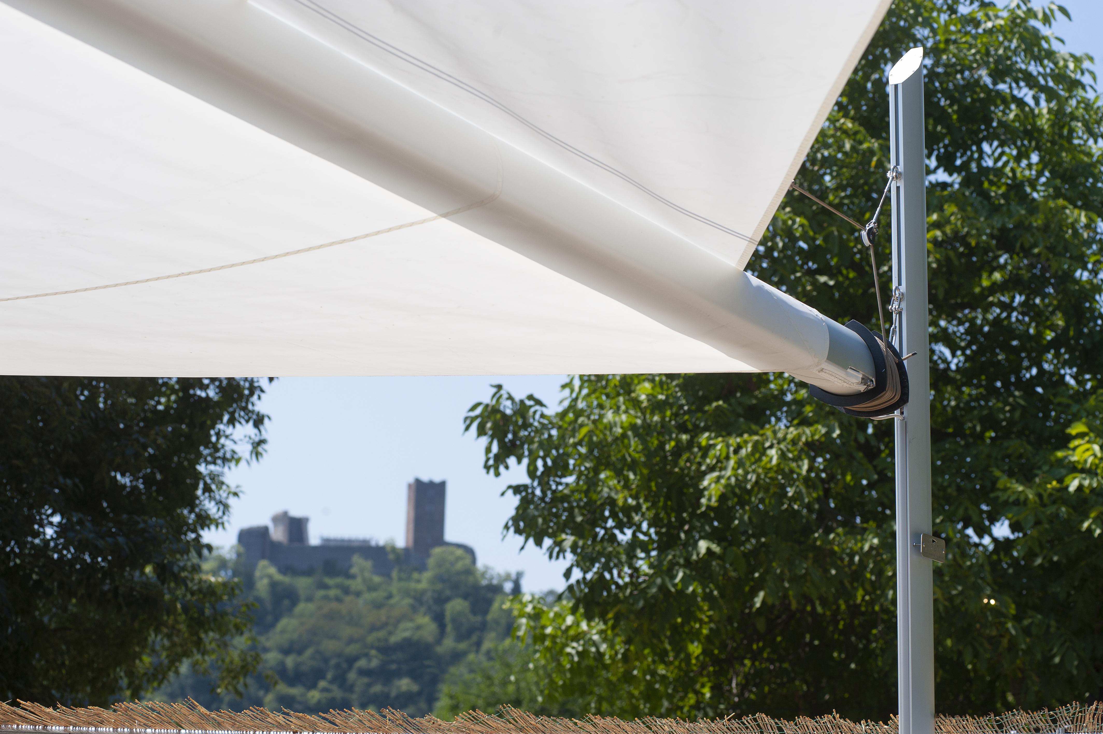 vela avvolgibile motorizzata per copertura plateatico ristorante